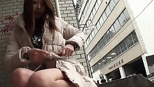 Asian fingers her pussy