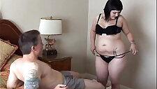 Симпатичная пухленькая гот Кэнди наслаждается липкой спермой на лице