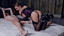 Femdom Dominica Phoenix rewards her submissive with Face Ride
